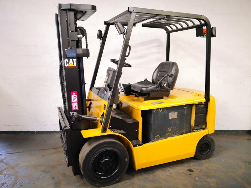 Four wheel counterbalanced forklift Caterpillar EP30K - 1