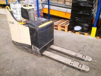 Electric pallet truck Crown WT3040 - 5