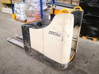 Electric pallet truck Crown WT3040 - 1