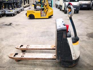 Pedestrian pallet truck Crown WP2315 - 3