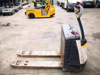 Pedestrian pallet truck Crown WP2315 - 2