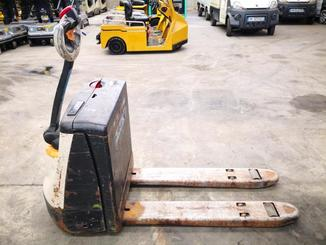 Pedestrian pallet truck Crown WP2315 - 4