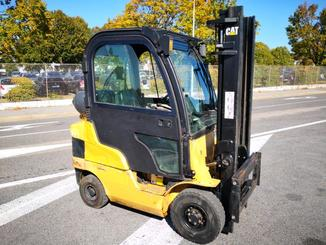 Four wheel counterbalanced forklift Caterpillar GP20CN - 1