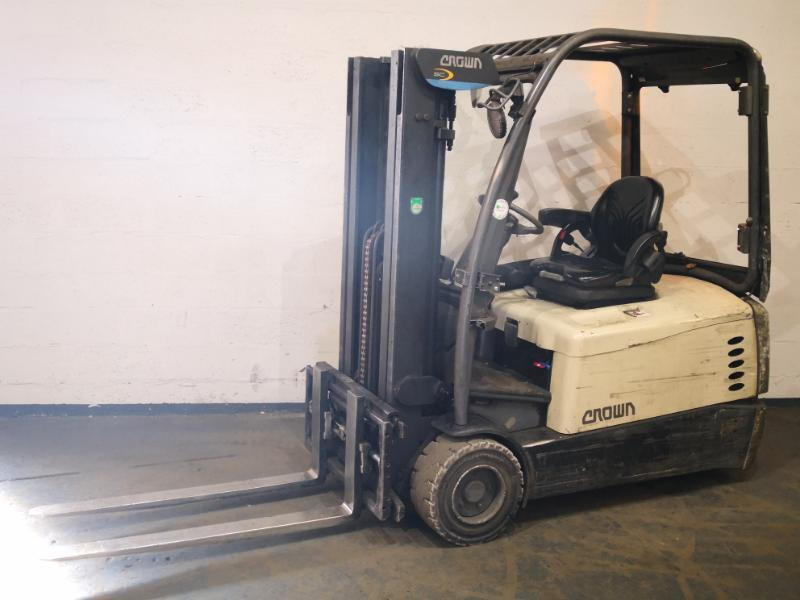 Three wheel counterbalanced forklift Crown SC5360 - 1