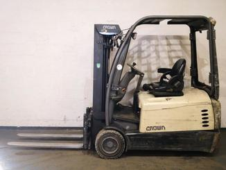 Three wheel counterbalanced forklift Crown SC5360 - 2