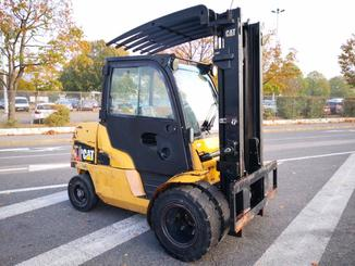 Four wheel counterbalanced forklift Caterpillar DP45N - 1