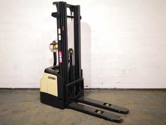 Pedestrian pallet stacker Crown ES4000 1.2 TT - 7