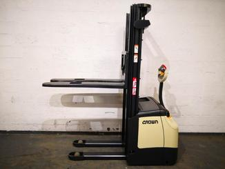 Pedestrian pallet stacker Crown ES4000 1.2 TT - 3