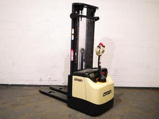 Pedestrian pallet stacker Crown ES4000 1.2 TT - 1