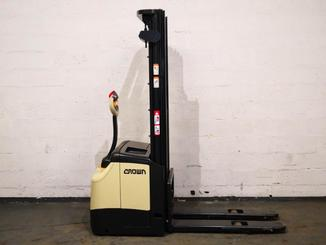 Pedestrian pallet stacker Crown ES4000 1.2 TT - 4