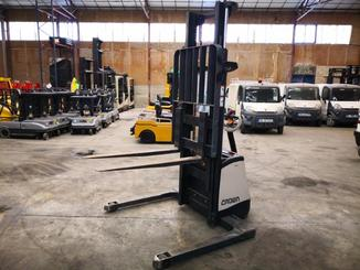 Straddle stacker Crown SX3000 - 6