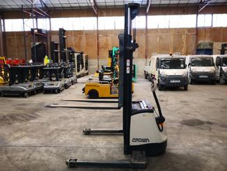 Straddle stacker Crown SX3000 - 3