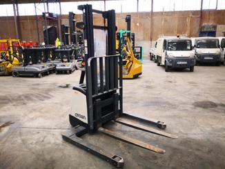 Straddle stacker Crown SX3000 - 7