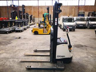 Straddle stacker Crown SX3000 - 2