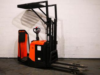 Stand-on pallet stacker Toyota 7SLL12.5F - 7