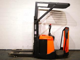 Stand-on pallet stacker Toyota 7SLL12.5F - 3