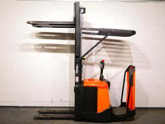 Stand-on pallet stacker Toyota 7SLL12.5F - 4