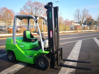 Four wheel counterbalanced forklift CESAB M325D - 1