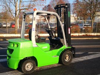 Four wheel counterbalanced forklift CESAB M325D - 2