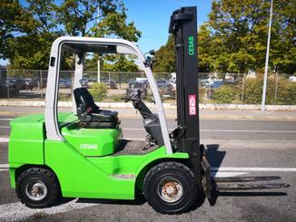 Four wheel counterbalanced forklift CESAB M325D - 3