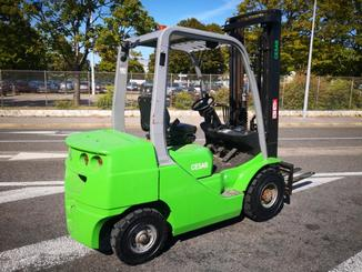 Four wheel counterbalanced forklift CESAB M325D - 4