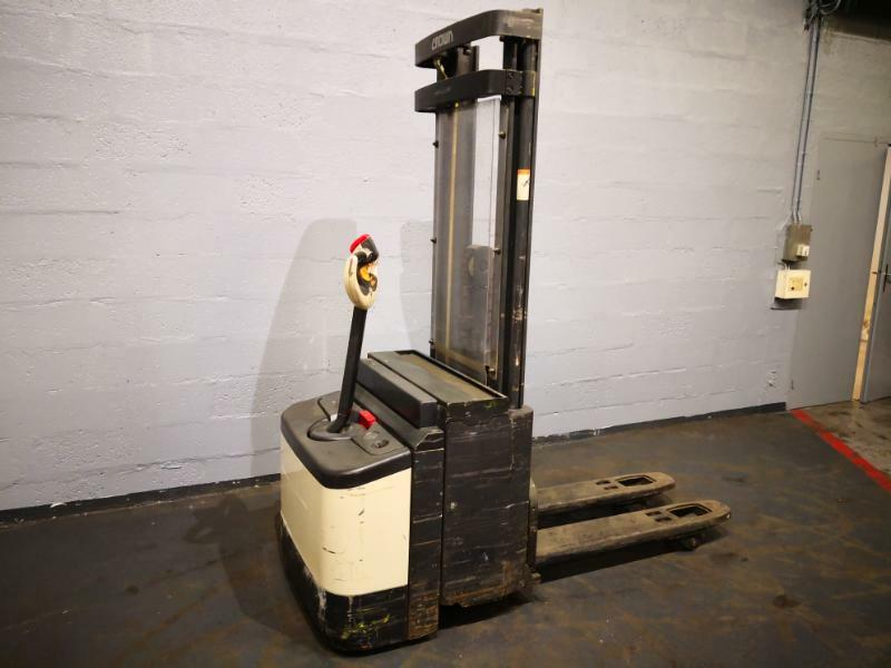 Pedestrian pallet stacker Crown WI2300-16 - 1