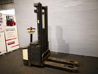 Pedestrian pallet stacker Crown WI2300-16 - 2