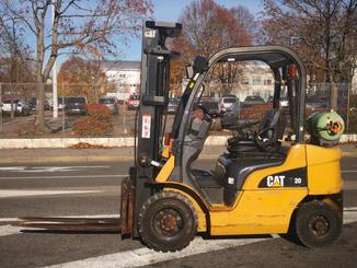 Four wheel front forklift Caterpillar GP20N - 2