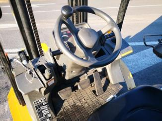 Four wheel counterbalanced forklift Caterpillar GP30N - 7