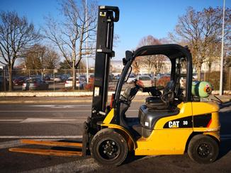 Four wheel counterbalanced forklift Caterpillar GP30N - 2