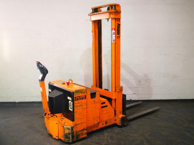 Counterbalanced stacker OMG 712FS - 1