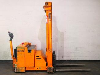 Counterbalanced stacker OMG 712FS - 3