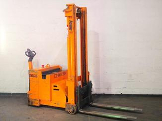Counterbalanced stacker OMG 712FS - 6