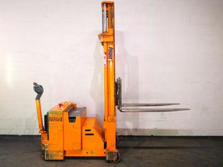 Counterbalanced stacker OMG 712FS - 4