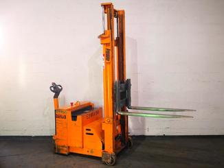 Counterbalanced stacker OMG 712FS - 7