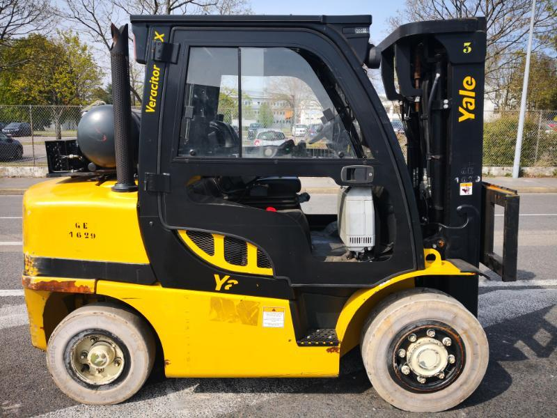 Four wheel counterbalanced forklift Yale GLP40VX6 - 1
