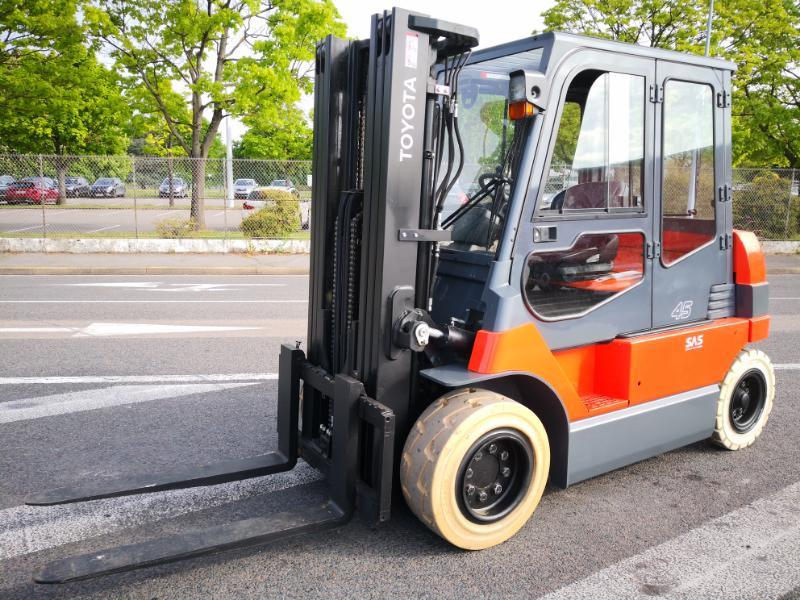 Four wheel front forklift Toyota  7FBMF45 - 1