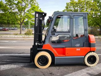 Four wheel front forklift Toyota  7FBMF45 - 2