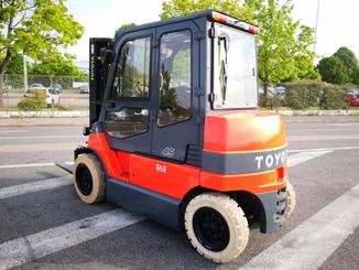 Four wheel front forklift Toyota  7FBMF45 - 4
