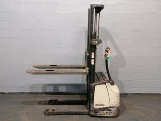 Pedestrian pallet stacker Crown WF3000 - 3