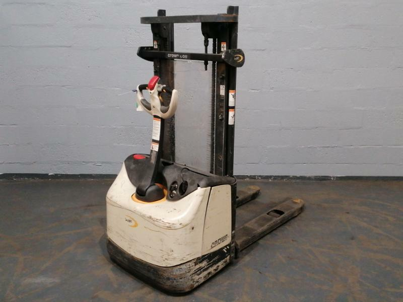 Pedestrian pallet stacker Crown WF3000 - 1