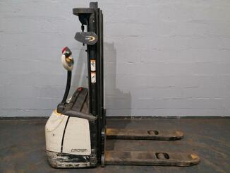 Pedestrian pallet stacker Crown WF3000 - 4