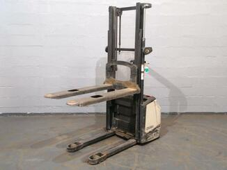 Pedestrian pallet stacker Crown WF3000 - 6