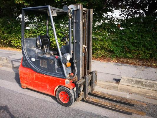 Three wheel front forklift Fenwick E16 - 1