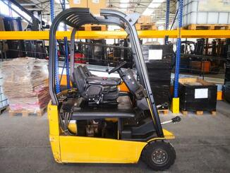 Three wheel front forklift Caterpillar EP16NT - 3