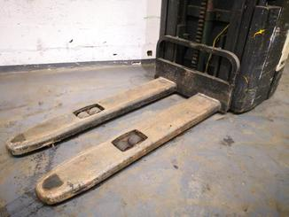 Pedestrian pallet stacker Crown WE2300 - 3