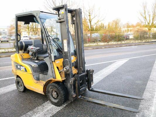 Four wheel front forklift Caterpillar GP20CN - 1