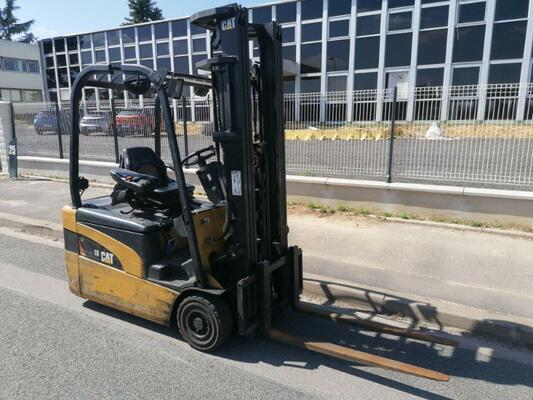 Three wheel front forklift Caterpillar EP18NT - 1