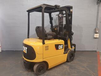 Four wheel counterbalanced forklift Caterpillar EP25K - 4