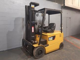 Four wheel counterbalanced forklift Caterpillar EP25K - 1